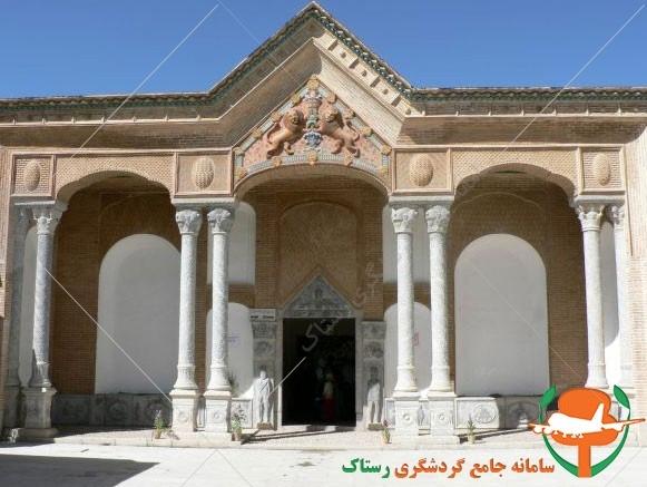 قلعه چالشتر ستون های ورودی عکس از رستاک
