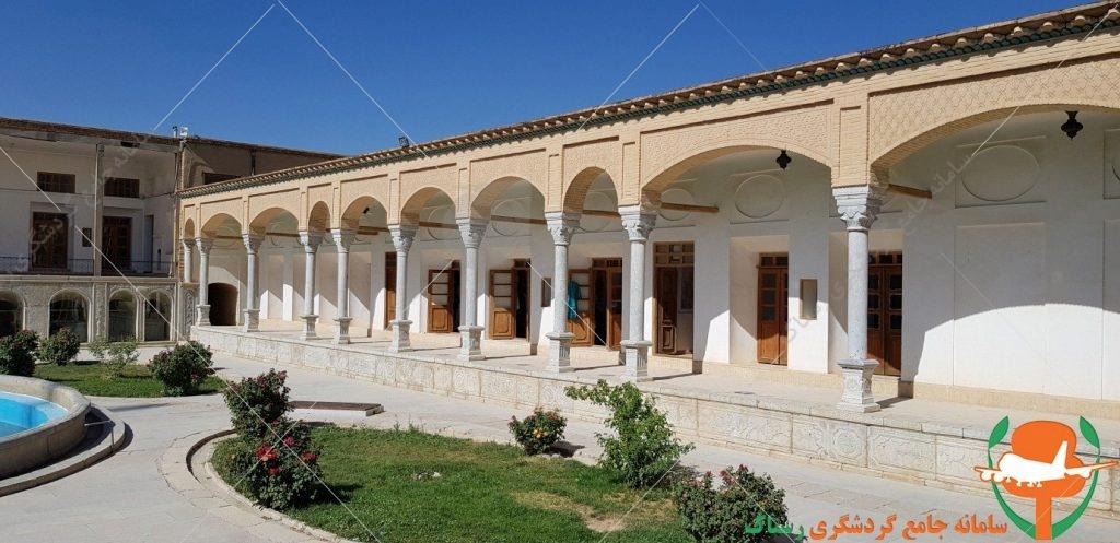 قلعه چالشتر حیاط اندرونی عکس از رستاک