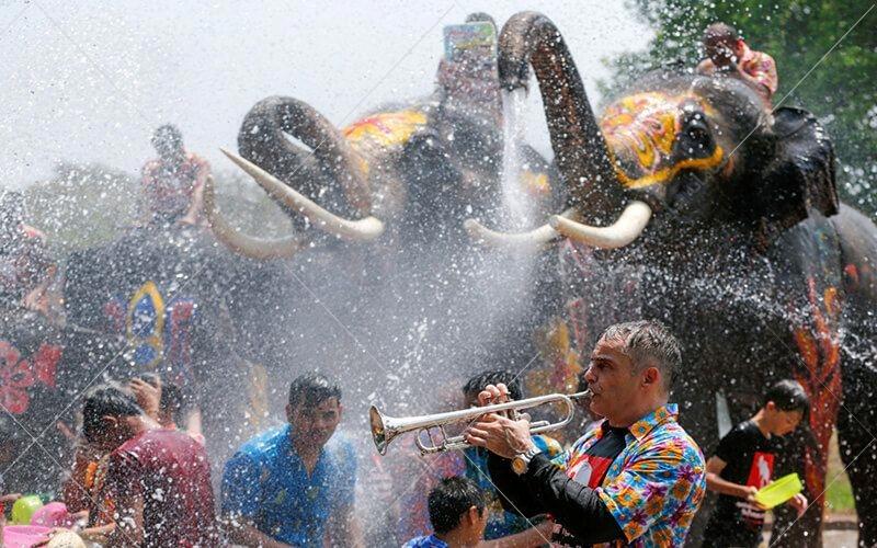 شن آب در کشور تایلند از 13 تا 15 آوریل همه ساله در مراسم نوری سنتی این کشور که به سونگکاران که به معنی حرکت و تغییر است معروف میباشد