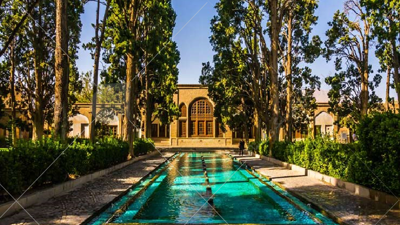 در دوران محمدعليشاه (دوران مشروطه خواهي) نايب حسين كاشي و پسرانش در حدود 14 سال در اطراف كاشان و حتي در نواحي يزد بناي ياغي گري گذاشتند و در اين دوران آسيب فراواني به باغ و اشياء و درختان آن وارد كردند