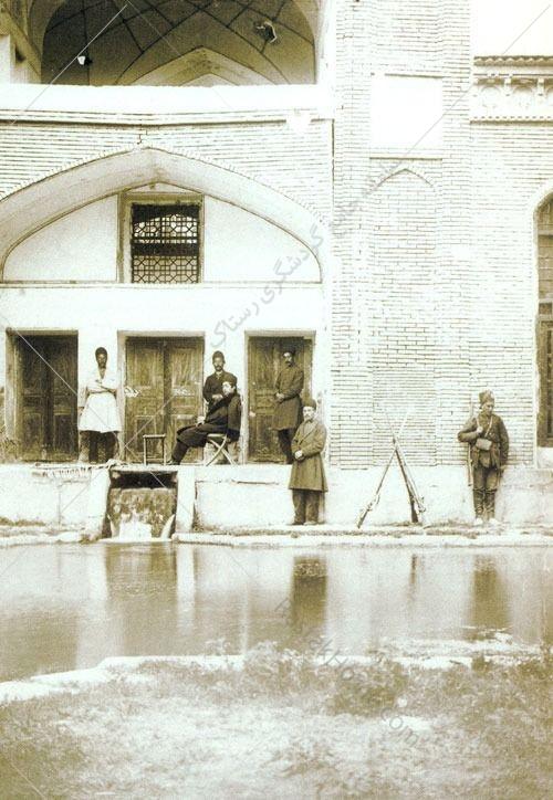 زكي خان پس از اين حادثه گروه ديگري را به سركردگي علي محمدخان به كاشان فرستاد. آنها در عمارت دولت خانه پناه گرفتند، منتهي عبدالرزاق خان آنجا را تصرف كرد