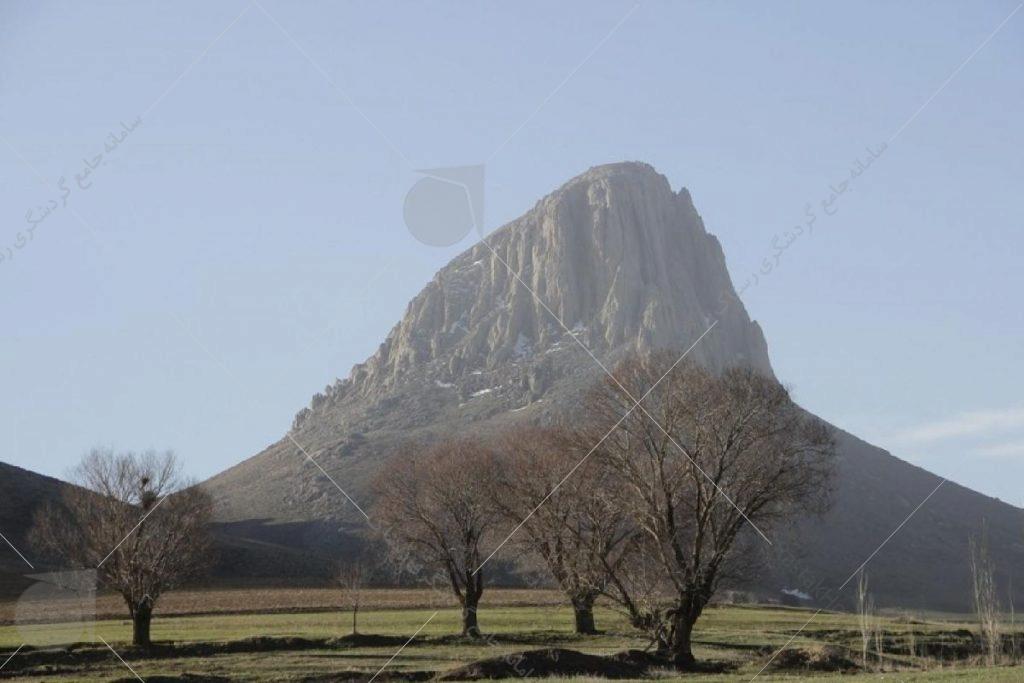 طَرَغه نام کوهی در ۲۲ کیلومتری غربی شهر بوکان است. جنس کوه از سنگهای آهکی و از نوع سوخته و ارتفاع آن ۲۲۲۴ متر و در خط راس اصلی رشته کوههای زاگرس قرار دارد.