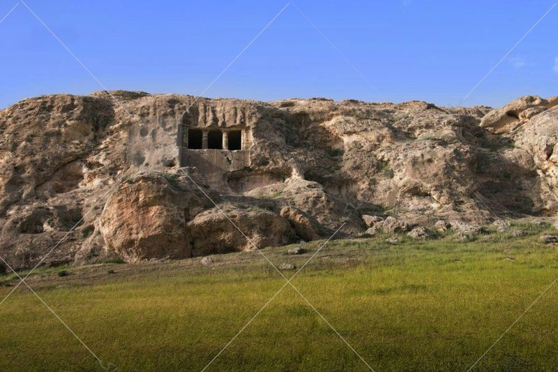 دخمه سنگی فقرگاه به زمان مادها تعلق دارد و در کنار روستای اگریقاش در نزدیکی مهاباد قرار گرفته است.