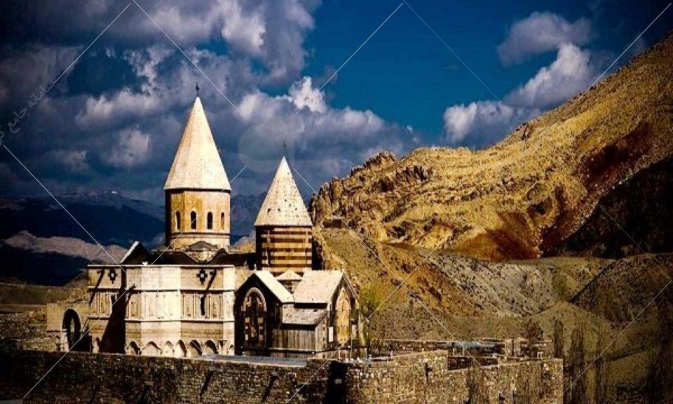 قره کلیسا که با نام کلیسای تادئوس مقدس نیز شناخته میشود، در منطقه کوهستانی چالدران که مرتفعترین منطقه استان آذربایجانغربی بهشمار میرود، قرار دارد.