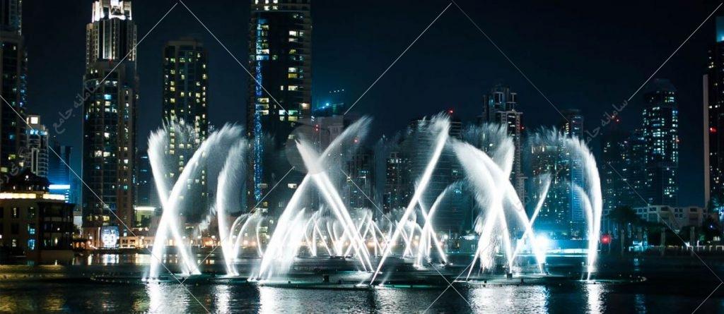 آب نمای دبی یکی از جاذبههای دبی است رکورد بزرگترین آب نمای موزیکال دنیا را به نام خود ثبت کرده است. فوارههای این آب نما با صدای موزیک همراه با نور پردازی زیبا در بین زمین و آسمان به رقص درمیآیند