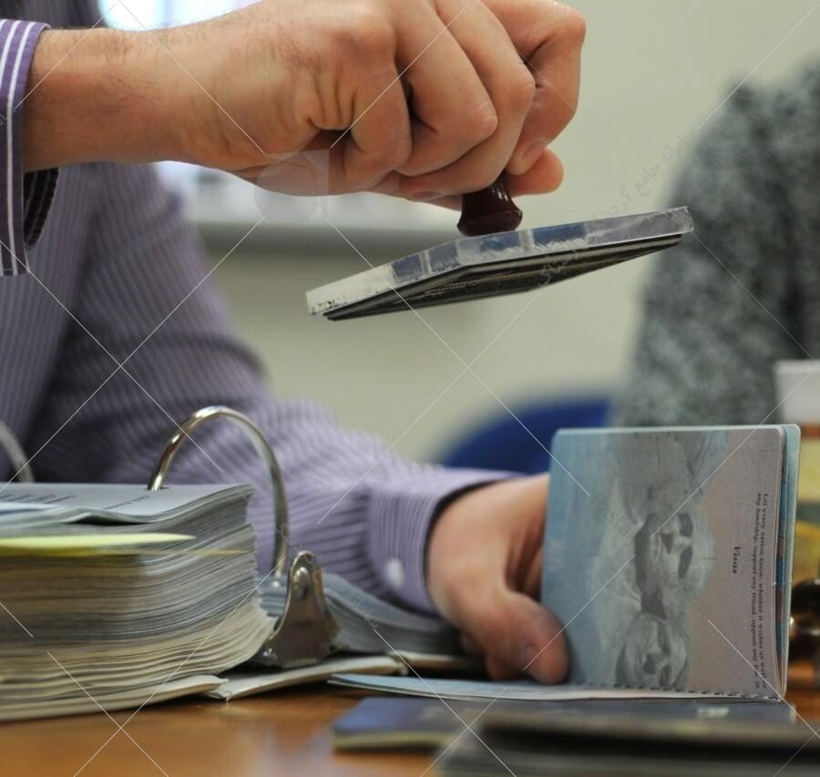 ر روش ثبت نام آنلاین ویزای کانادا هر متقاضی به حساب کاربری خود در سایت رسمی سفارت کانادا مراجعه کرده و پس از درج شماره پیگیری و تاریخ تولد (میلادی) میتواند در جریان آخرین آپدیت پرونده خود قرار بگیرد.