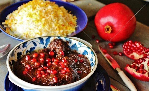 خورشت اناربیج گیلانی یا انار آویج (سبزی فسنجان) یکی از خورشت های فوق العاده گیلانی می باشداین خورشت فوق العاده از نظر ظاهری بسیار شبیه به فسنجان می باشد