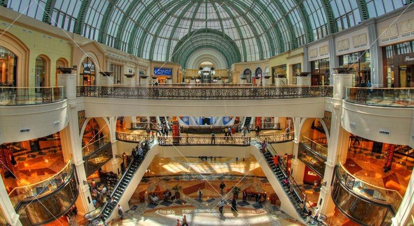 یکی از بزرگترین فروشگاهها در خاورمیانه است. شعباتی از برندهای معروف دنیا در این مجموعه وجود دارد که امکان خرید و گردش در مکانی لوکس و جذاب را برای شما فراهم میکند.