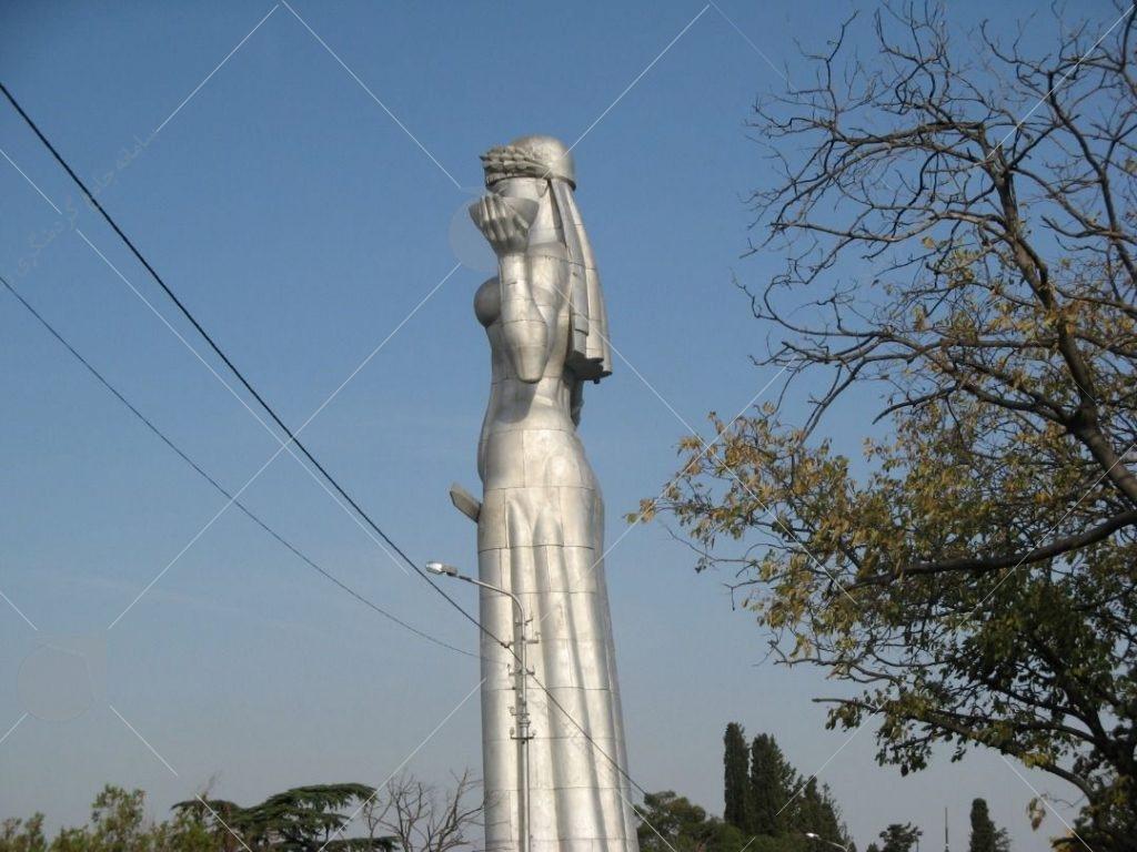 مجسمه مادر  در تفلیس عکس از رستاک