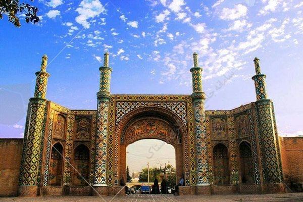 شهر قزوین از لحاظ تقسیم بندی های جغرافیایی، مرکز استان هم نام خود یعنی قزوین است.