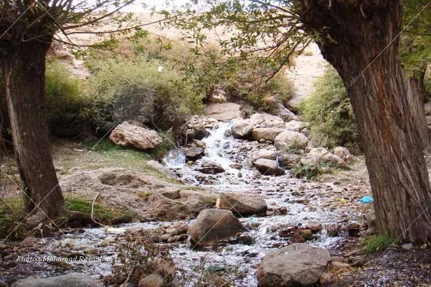 چشمه قلقل در استان سمنان، شهرستان دامغان در میان یک تنگ کوچک و سرسبز واقع شده است.