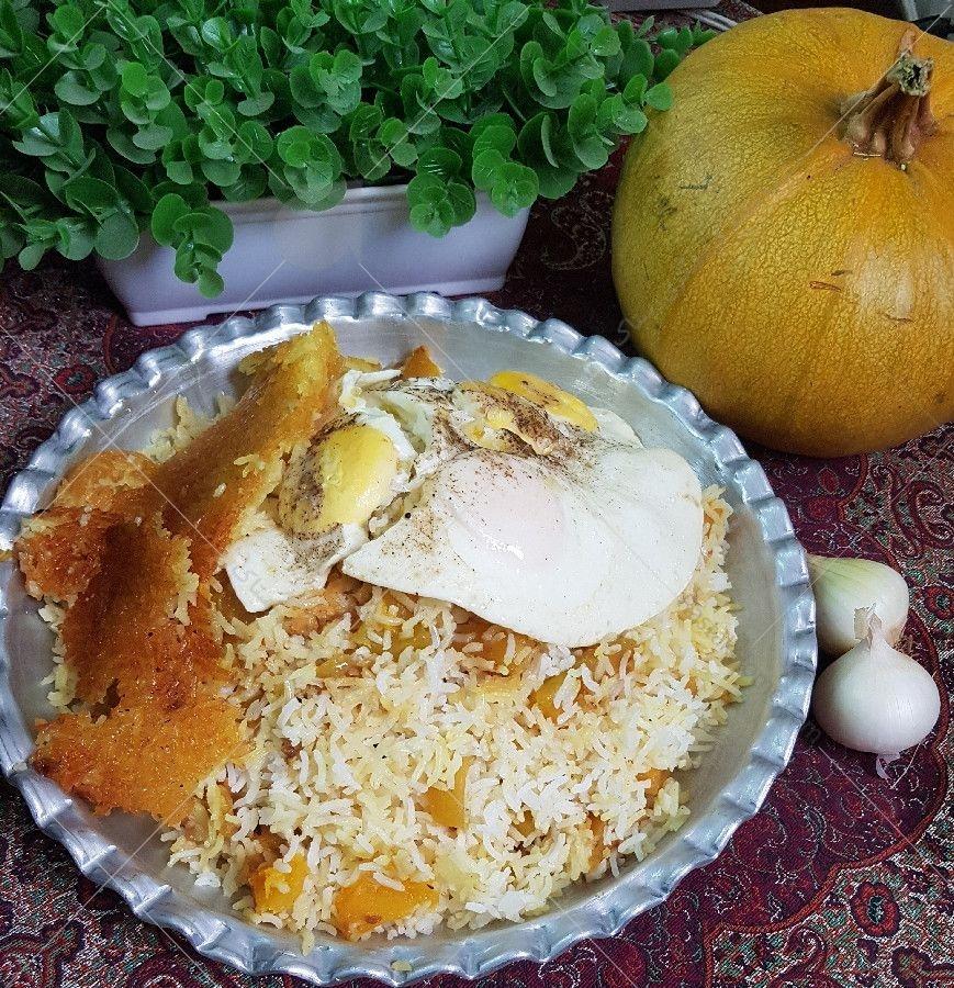 از جمله غذاهای محلی و خوشمزه استان مازندران کئی پلا (کدو پلو) می باشد که با تخم مرغ نیمرو و نازخاتون سرو می شود این غذا بسیار پر خاصیت می باشد.