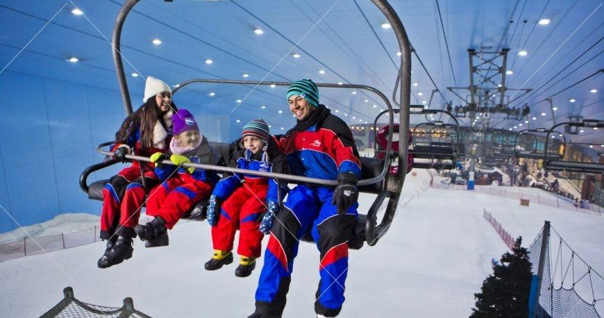 یست اسکی دبی مال اولین پیست سرپوشیده در بیابانهای امارات و خاورمیانه محسوب میشود که در سال 2005 و در مرکز خرید امارات مال ساخته شده است.