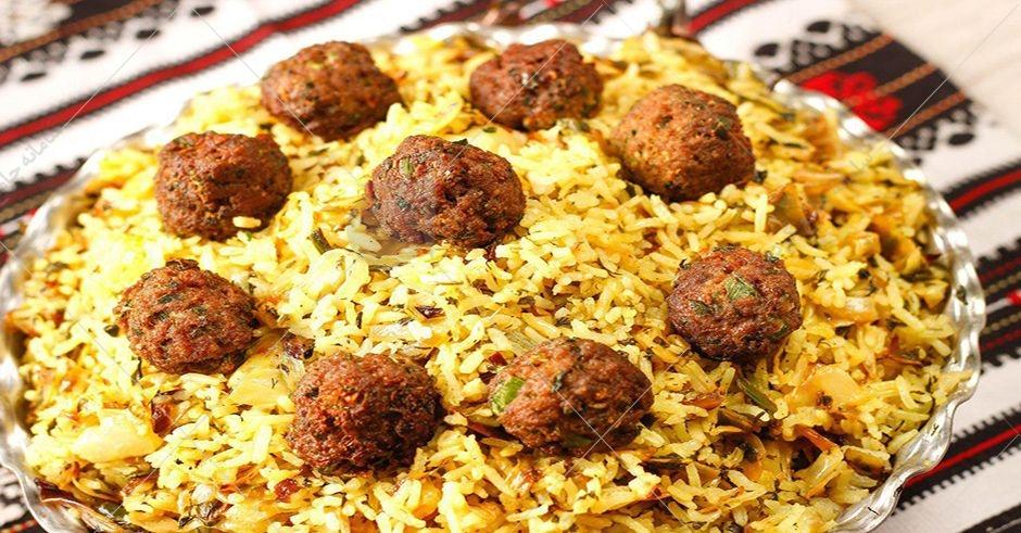 کلم پلو شیرازی یکی از خوشمزهترین و خوشعطرترین غذاهای شهر راز است.