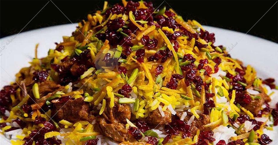 مشهورترین و محبوب ترین غذای این استان قیمه نثار است. این غذا به دلیل داشتن گوشت، زعفران، پسته و بادام جز غذاهای پرطرفدار برای مهمانی ها و مناسبت های مهم در قزوین محسوب می شود.