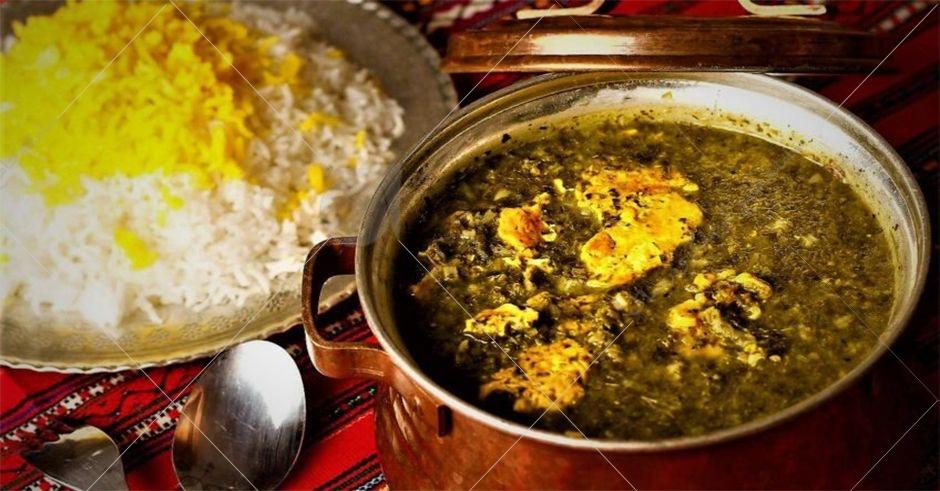 خورشت ترش تره یکی ازغذاهای اصیل  گیلانی می باشد که  بدون گوشت و از انواع سبزی های معطر تهیه می شود.