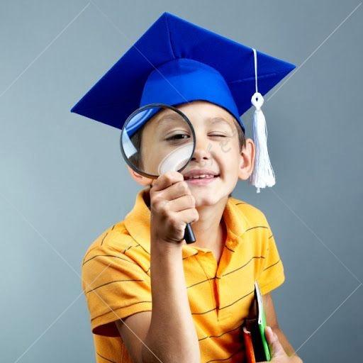 متقاضیانی که هنوز به سن قانونی نرسیده اند (زیر ۱۸ سال) نیز می توانند با دریافت ویزای دانش آموزی کانادا، برای تحصیل در مدارس کانادایی، به این کشور مهاجرت کنند.