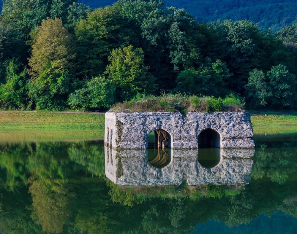 چهار تاقی دریاچه