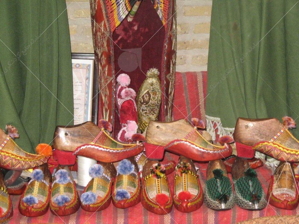 ورودی موزه محلی برای عرضه صنایع دستی عکس از رستاک