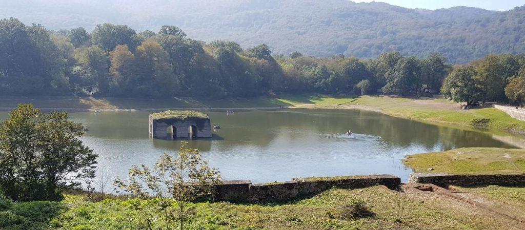 سد دریاچه عکس از رستاک