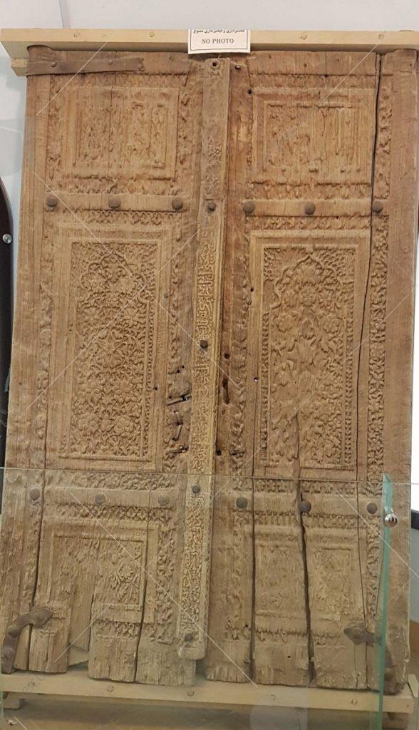 درب چوبی مسجد عکس از رستاک
