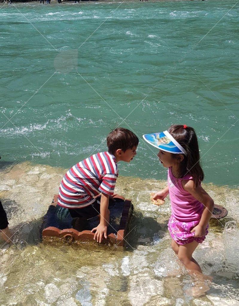 بازی پرسام و پرنسا در رودخانه زاینده رود سامان