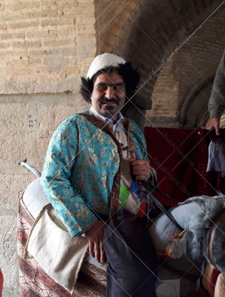 تفریحات جانبی با لباس های محلی عکس از رستاک