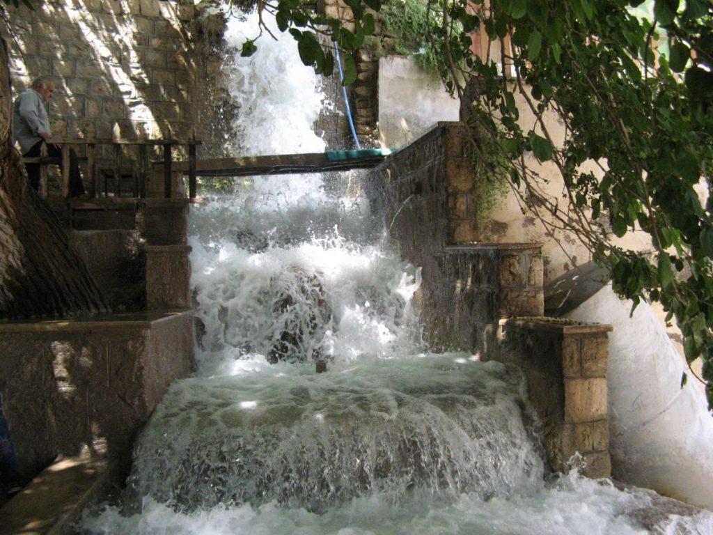 حمام و آسیاب عکس از رستاک