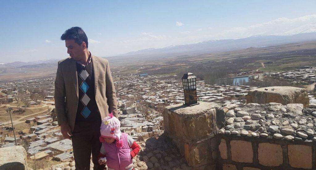 نمایی از شهر سمیرم و پشت بام های آن عکس من و پرنسا