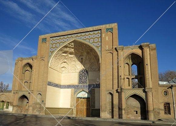 عالی قاپو قزوین این بنا سردر یکی از هفت در ورودی به ارگ سلطنتی صفویان بوده است