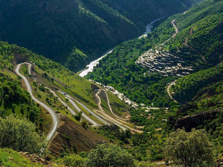 یکی از مناطق بکر و طبیعی که لذت آن را در بازدید از کردستان نباید از دست داد منطقه اورامان می باشد.